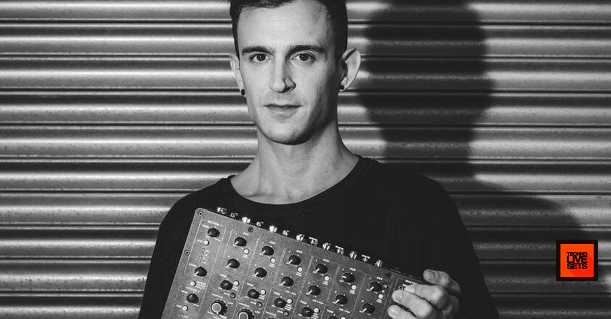 Fabio florido grelle forelle vienna playdifferently model 1 for Canape trossingen